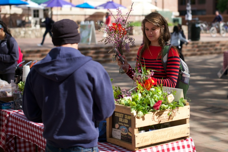 Selling a bouquet at the 2014 FLO/CDS market at UNC. Photo by Thomas Fisher.